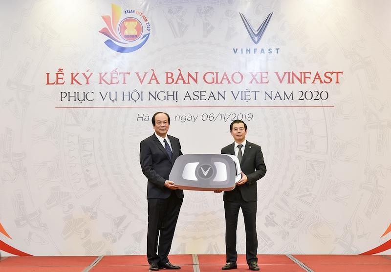 Gần 400 xe VinFast tham gia phục vụ các nguyên thủ quốc gia tại hội nghị ASEAN 2020