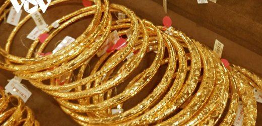 Giá vàng trong nước cao hơn giá vàng thế giới 6,62 triệu đồng/lượng