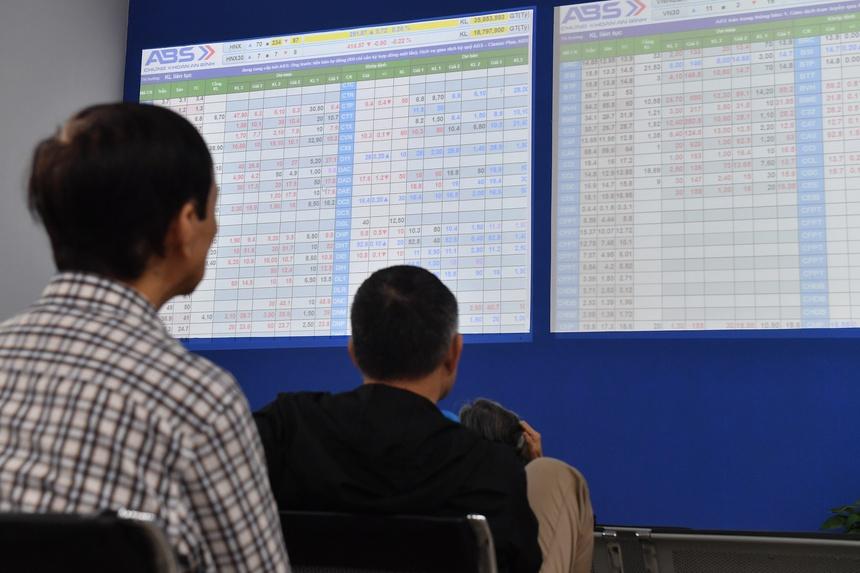 Cổ phiếu chuyển từ HoSE sang HNX được giao dịch biên độ 10%/phiên