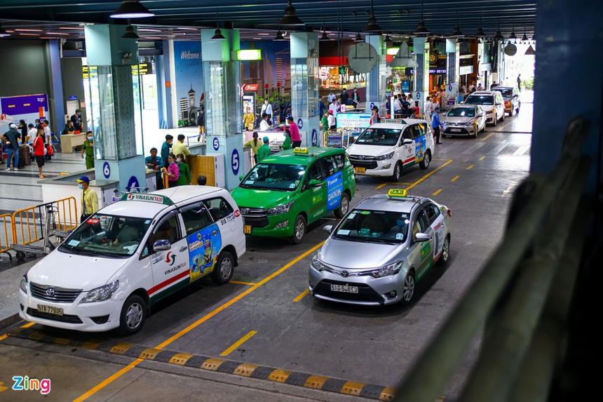 Đề xuất không thu phí ôtô đón khách tại sân bay